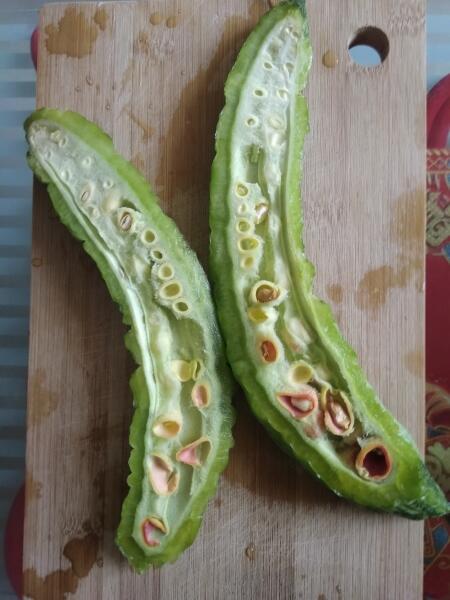Китайская кухня: как готовят горькую дыню - момордику?