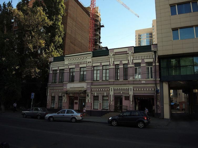 Здание бани Х.-Г. Е. Глуховского на Кировском проспекте, 42