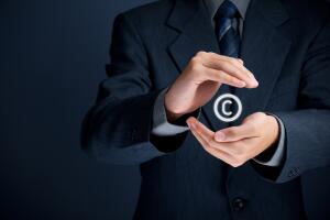 В чем разница между нарушением авторских прав и плагиатом?