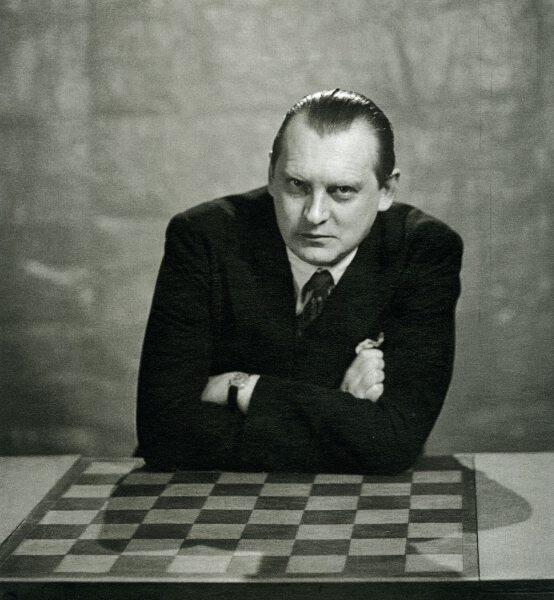Александр Алехин «вслепую» играл сразу на 32 досках