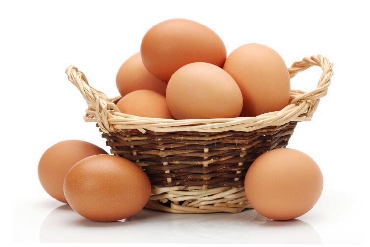 Внешне фальшивое яйцо не отличить от настоящего
