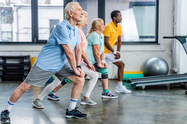 Одно из самых эффективных средств борьбы со «старческой немощью» — физическая активность