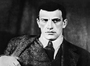 Владимир Маяковский - грандиозный поэт или несостоявшийся звездочет?