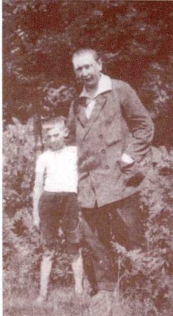 Гашек с сыном, 1921 г.
