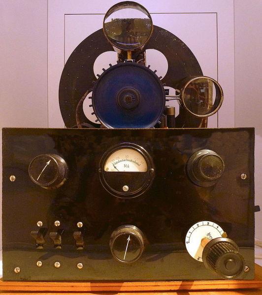 Телевизионный приёмник с диском Нипкова в Стокгольмском техническом музее