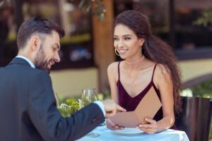 Как избежать ошибок в общении с мужчиной на свидании?