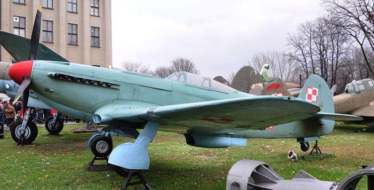 Як-9 в Музее армии в Варшаве, Польша, 2010 г.