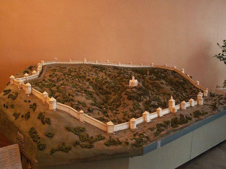 Модель смоленской крепостной стены