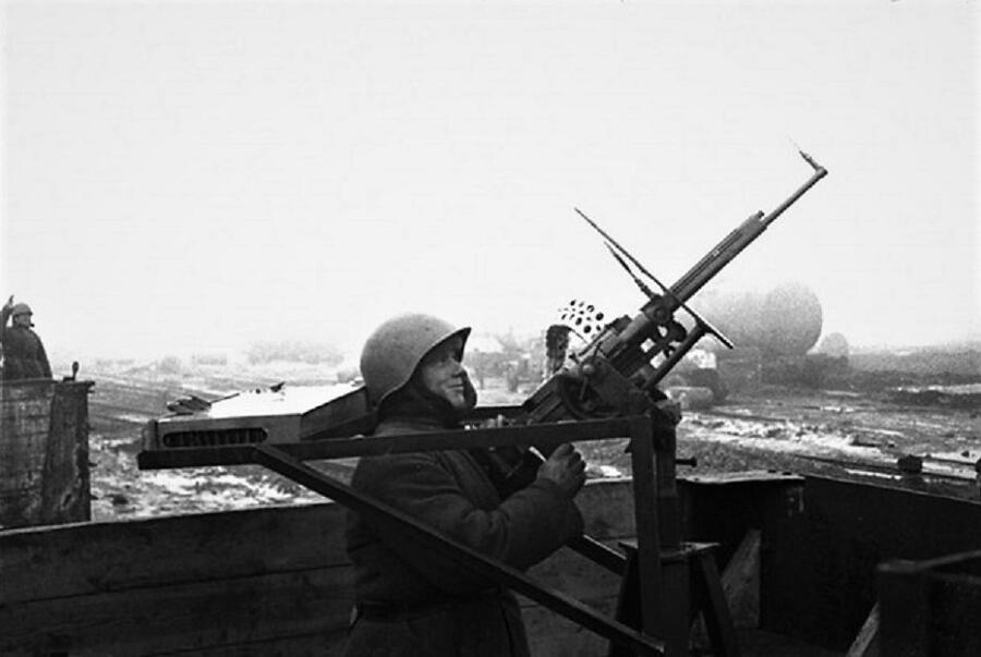Зенитный вариант ШКАС. Зенитный поезд «За Сталина», Юго-Западный фронт, 1942 г. Фото М. Бернштейна
