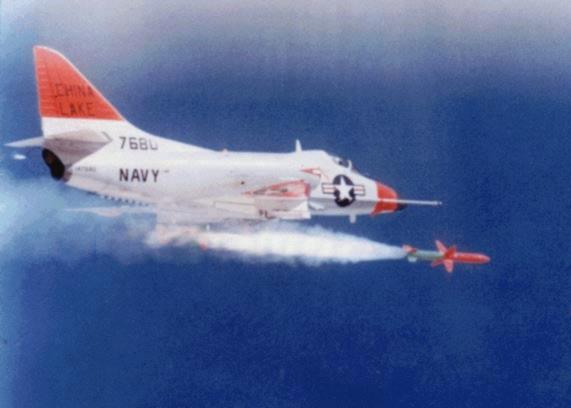 Запуск ракеты «Шрайк» с самолёта Дуглас A-4C «Скайхок»