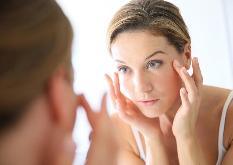 Эстетическое тейпирование лица. Как выглядеть моложе без пластической операции?