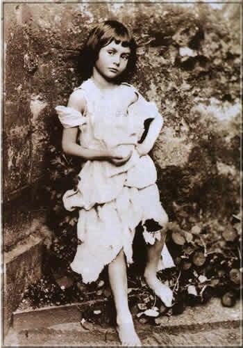 Алиса Лидделл — прототип персонажа Алисы, 1858 г.