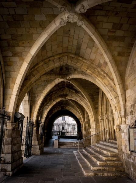 Стрельчатые арки в Сантандерском соборе