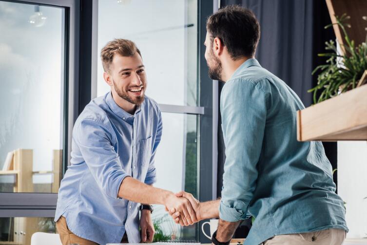Что демонстрирует рукопожатие?