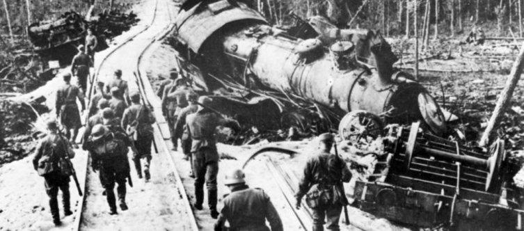 Поезд, сошедший с рельсов благодаря клину Шавгулидзе