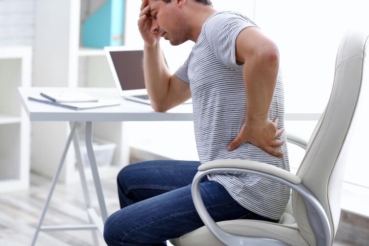 Если при болях в спине заболит еще и голова, то спина по ощущениям станет болеть меньше