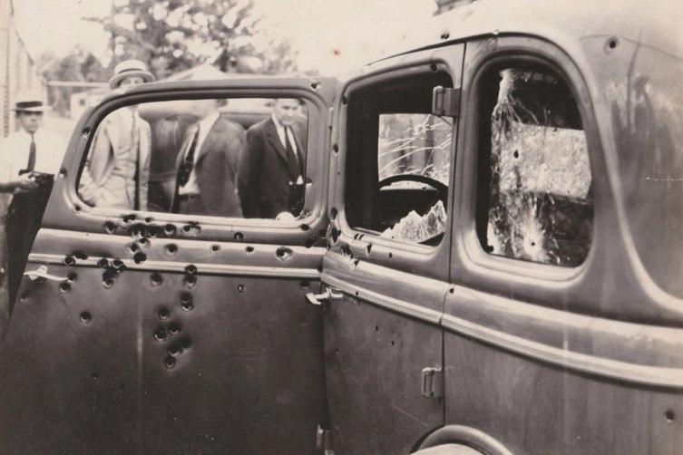 Машина Бонни и Клайда. Стрельба была настолько громкой, что отряд Хеймера весь день страдал от временной глухоты
