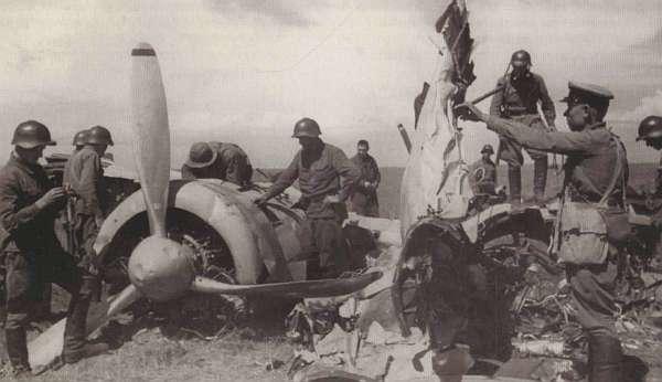 Сбитый японский бомбардировщик Ки-21
