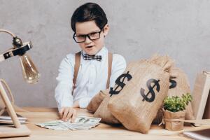 Радуйтесь своим деньгам, считайте их, утверждайте, что они у вас есть – и тогда к вам придут еще большие деньги.