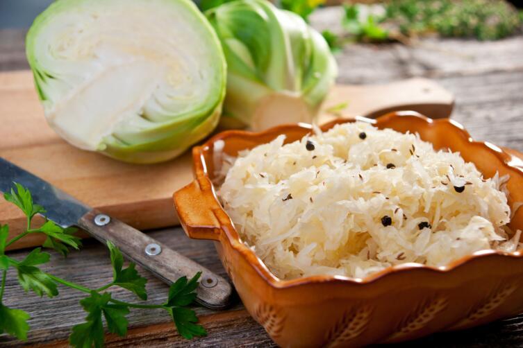 Установлено, что в квашеной капусте, по сравнению со свежей, нитратов содержится почти втрое меньше