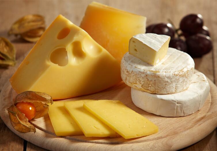 Молоко быстро портится, а вот сыр хранится годами