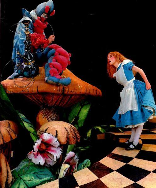 Алисин кинозал - 17. Где мы можем увидеть Алису агрессивную, а где курящую?