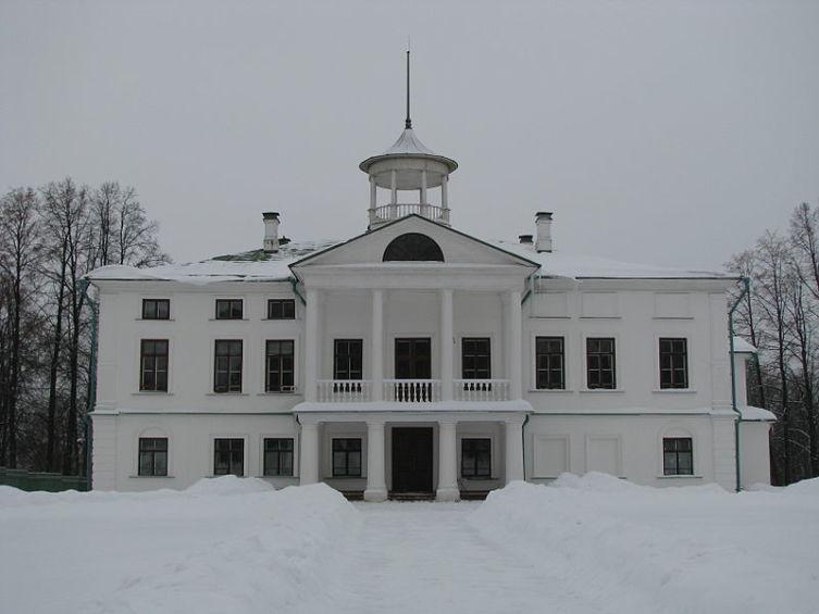 Карабиха. Здание центральной усадьбы