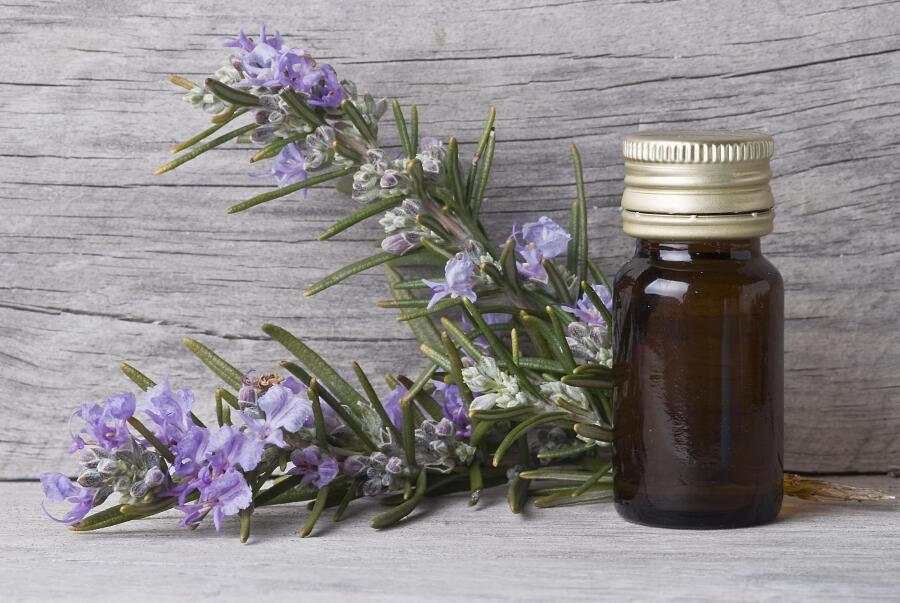 С какими проблемами со здоровьем поможет справиться эфирное масло розмарина?
