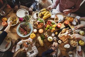 Как облегчить самочувствие, если вы переели за столом?