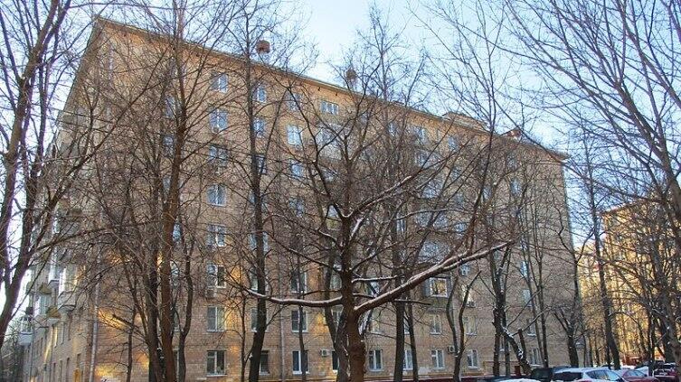 Дом в Москве, на ул. Губкина, в котором жил писатель с 1962 г. до дня смерти
