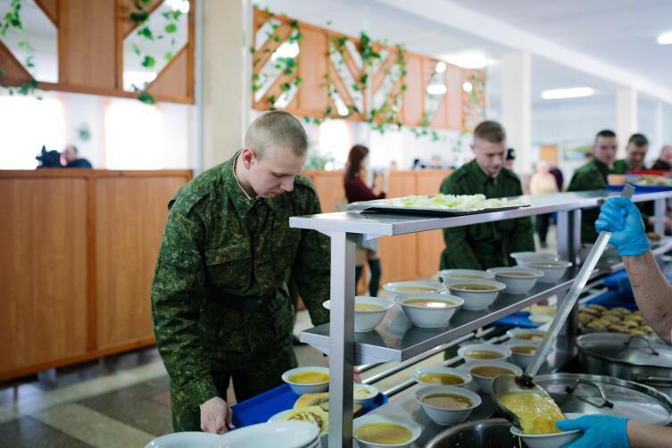 Как кормят в России солдата? Говорят, по-новому!