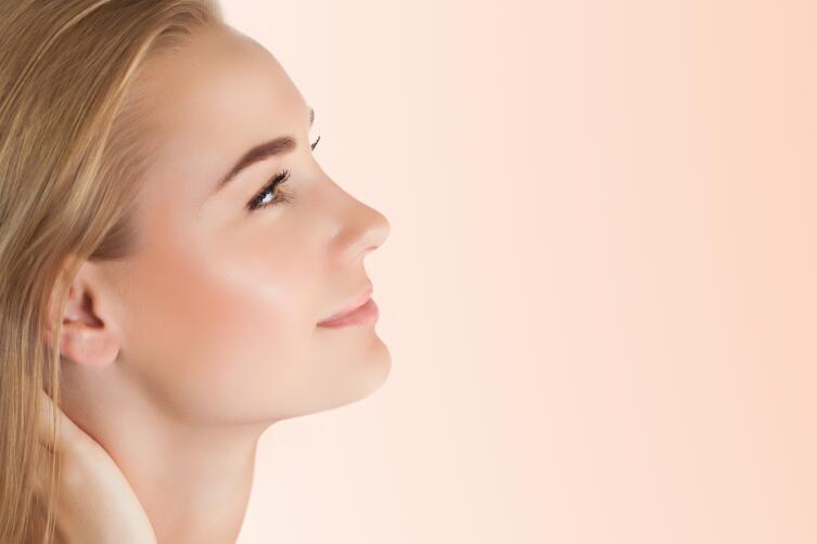 «Лицо без «штукатурки»: каким образом при помощи косметики добиться такого бьюти-эффекта?