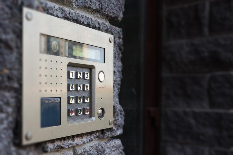 Как мошенники используют домофон?