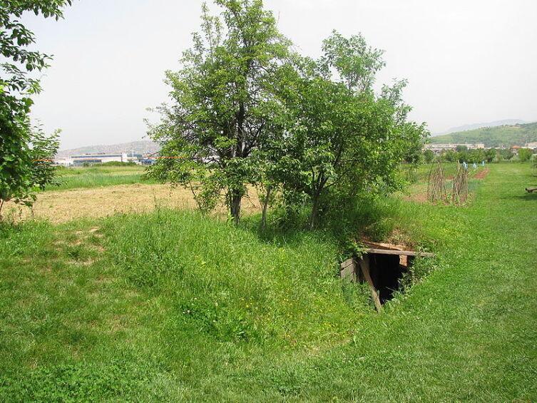 Южный вход в туннель, за линией осады