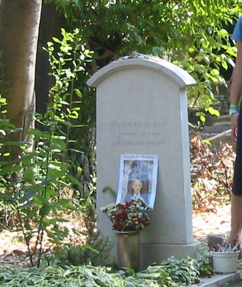 Общий вид могилы Иосифа Бродского на кладбище Сан-Микеле, Венеция, 2004 г.