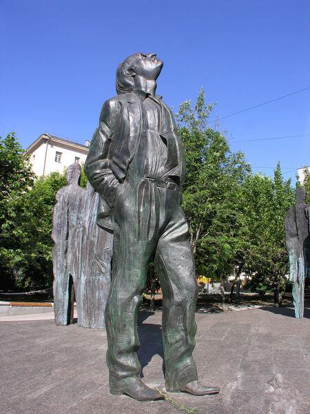 Фрагмент памятника И. Бродскому в Москве