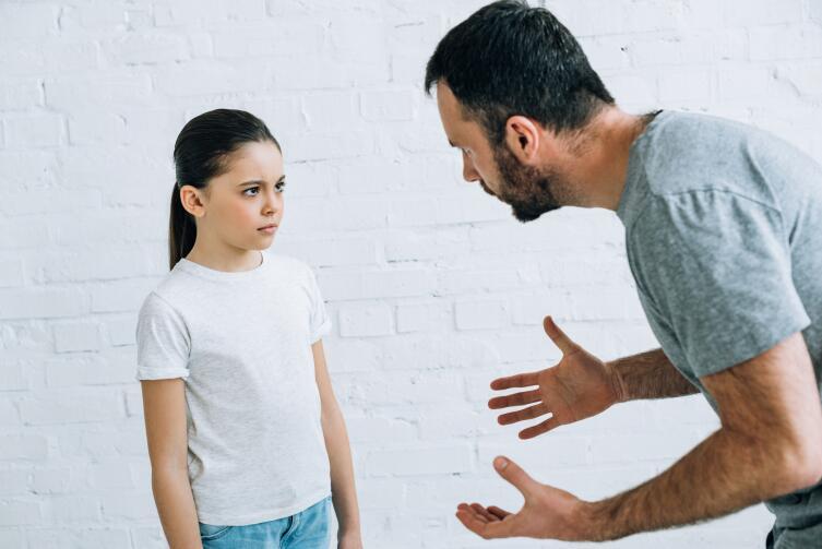 Отвергнутый ребенок. Чем он раздражает родителей?