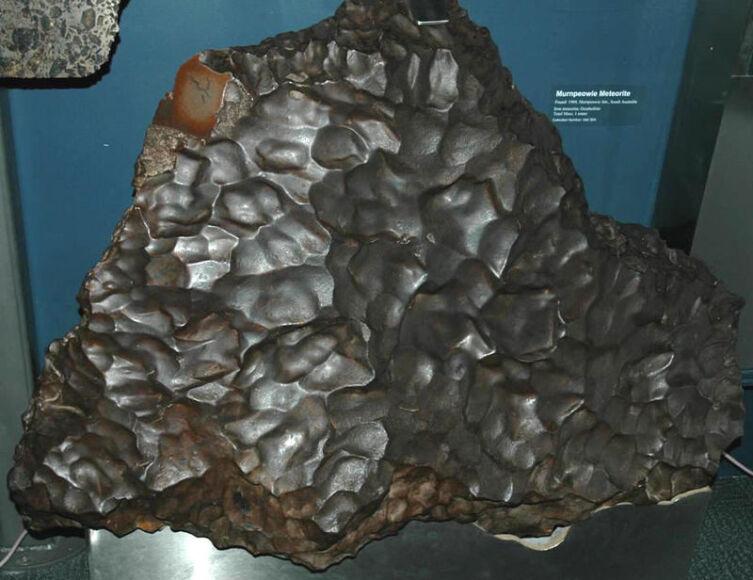 Murnpeowie: железный метеорит с ярко выраженными регмаглиптами