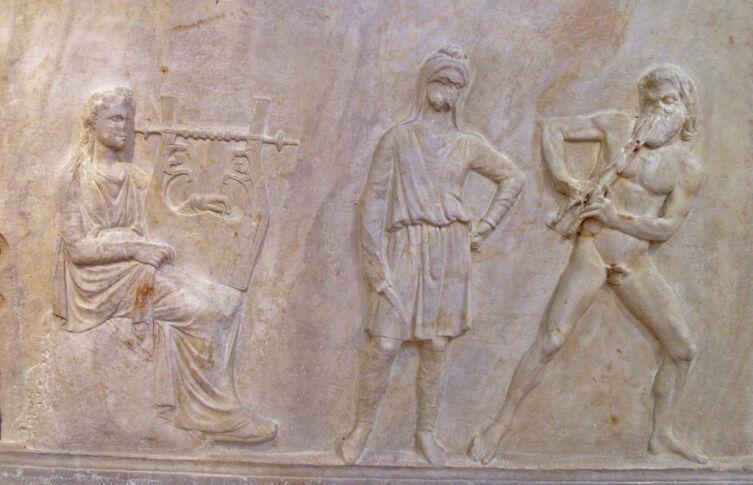 Аполлон и Марсий. Барельеф на колонне в Мантинее
