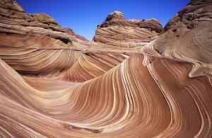 Где в пустыне можно увидеть удивительные волны?