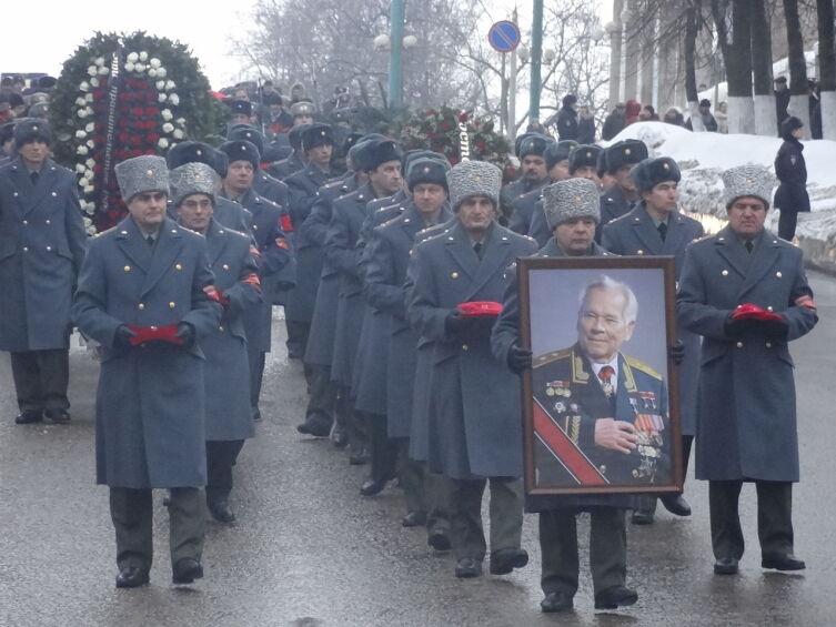 Ижевск прощается с Михаилом Тимофеевичем Калашниковым. 26 декабря 2013 года