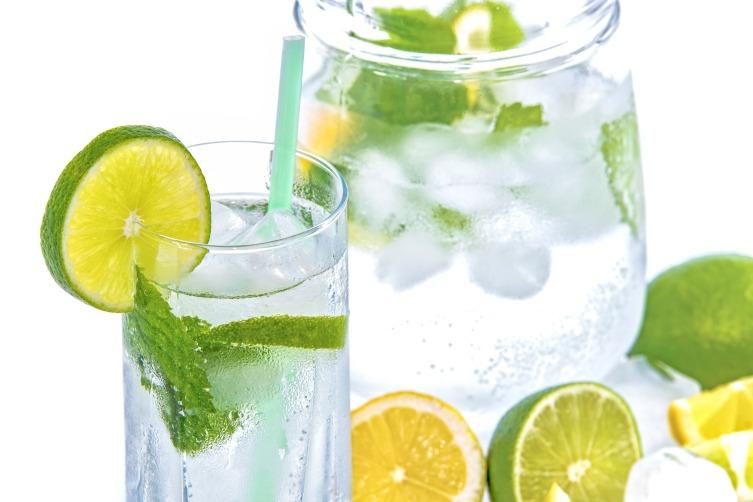 Пейте минеральную воду, чтобы восполнить баланс электролитов