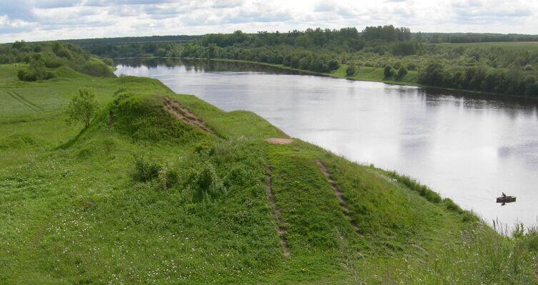 Река Волхов и древние курганы