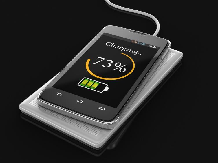 Можно ли зарядить мобильник без кабеля?
