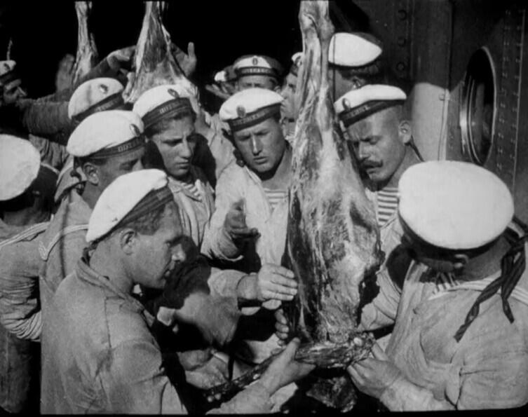 Причиной бунта стало мясо с червями