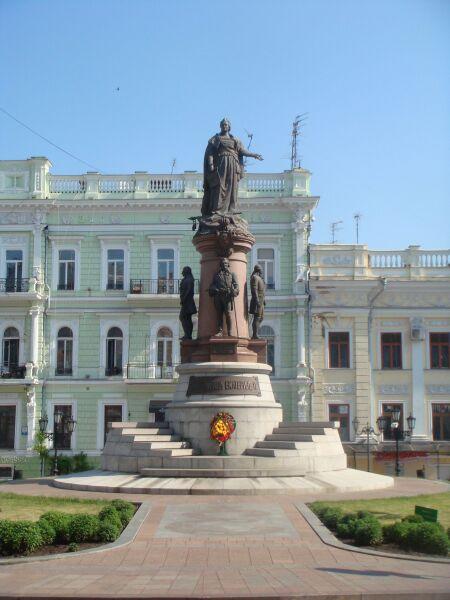 Памятник основателям Одессы. Потёмкин— по центру