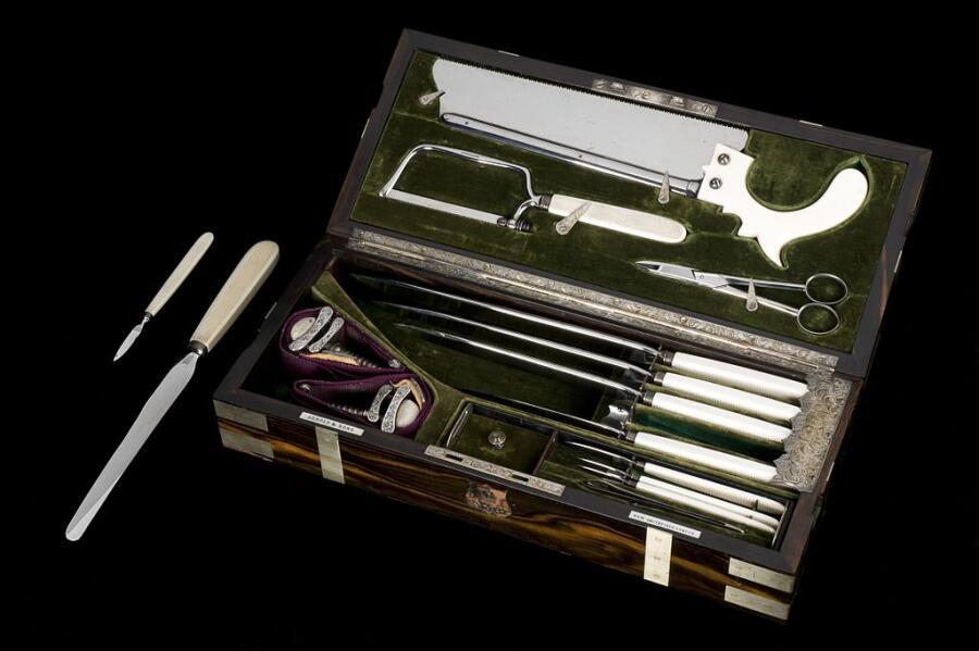 Набор стальных хирургических инструментов для ампутаций, Лондон, 1866—1871 гг.