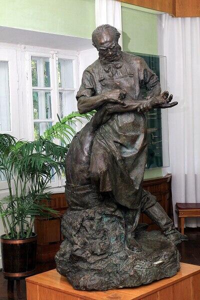 Н. Пирогов за работой