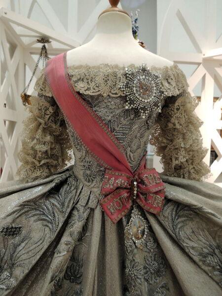 Свадебное платье великой княгини Екатерины Алексеевны (Екатерины II), 1745 год, с Орденом св. Екатерины