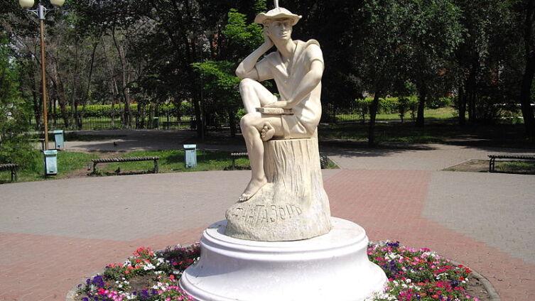 Памятник Л. А. Кассилю «Фантазёр» в г. Энгельсе